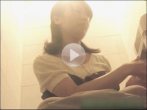 VIP配信しているティーンガールのトイレ覗き 一部公開